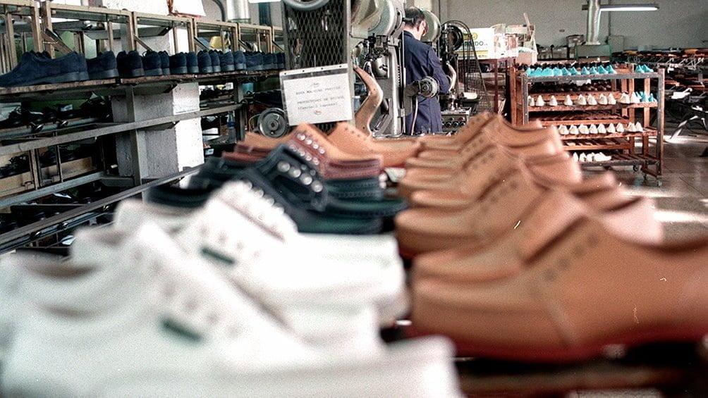 Las ventas minoristas cayeron más del 21% interanual y el 8% en diciembre