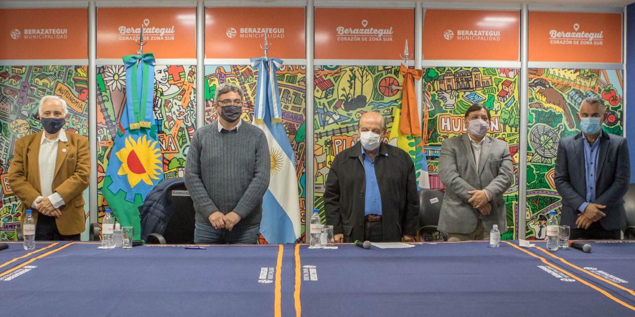 Mussi firmó convenios para las obras del Polo Agroalimentario en El Pato